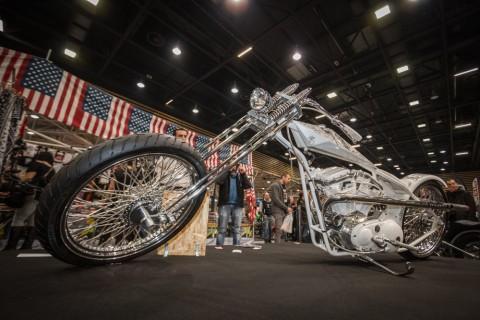 et pour plus d'infos et de photos de cette machine de rêve, c'est sur le blog de Cyril Huze (en anglais) dans le plus pur styleArlen NESS motorcycles