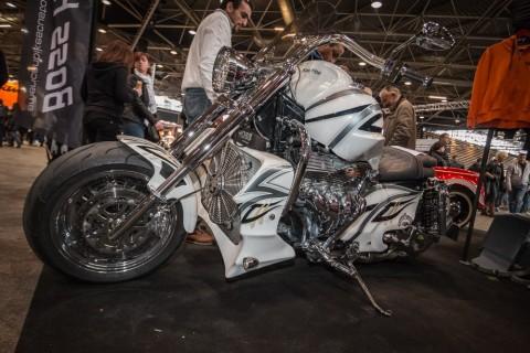Les plus grosses motos du monde ! Les Boss Hoss sont des motos de type chopper équipées d'un moteur V8 Chevrolet allant de 5 700 cm³ pour le ZZ4 de 355 ch à 8 230 cm³ de 502 ch. Elles sont homologuées dans la plupart des pays européens, et en […]